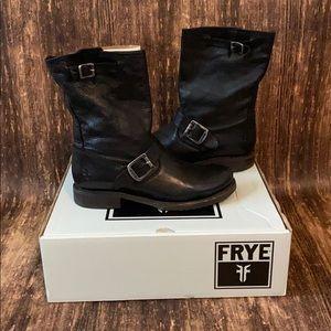 Frye Veronica short leather black booties